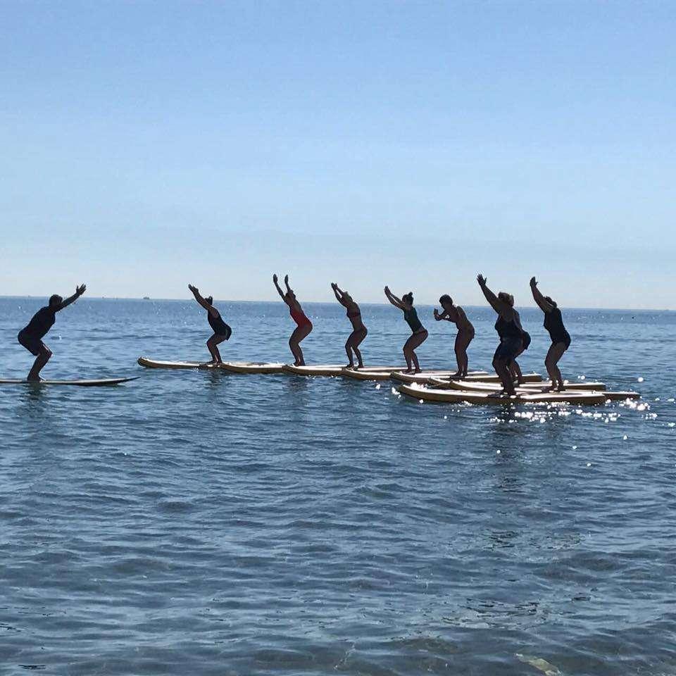 Yoga in spiaggia rimini modern yoga ashtanga yoga e - Bagno 71 riccione ...